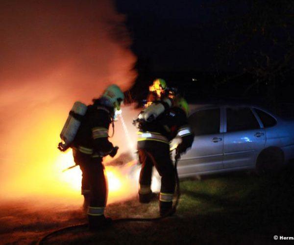 Fahrzeugbrand (Foto: Kolli)