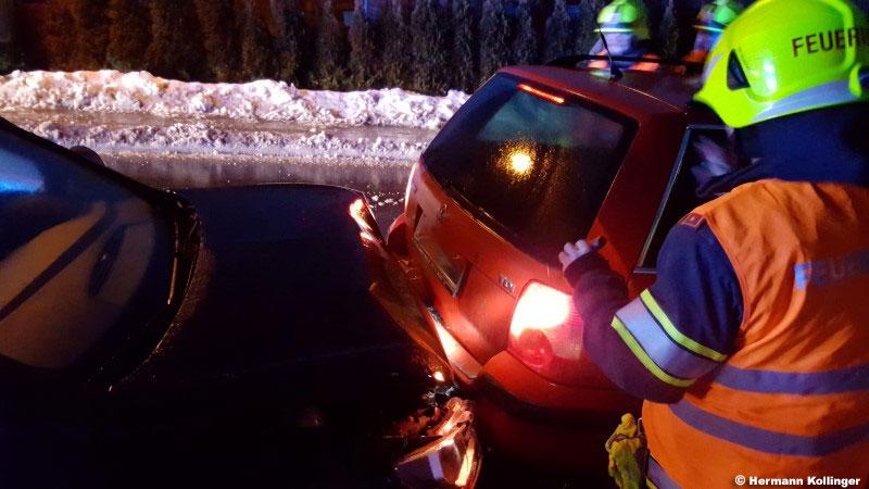 12.01.2017: Auffahrunfall mit mehreren Autos in Straßham
