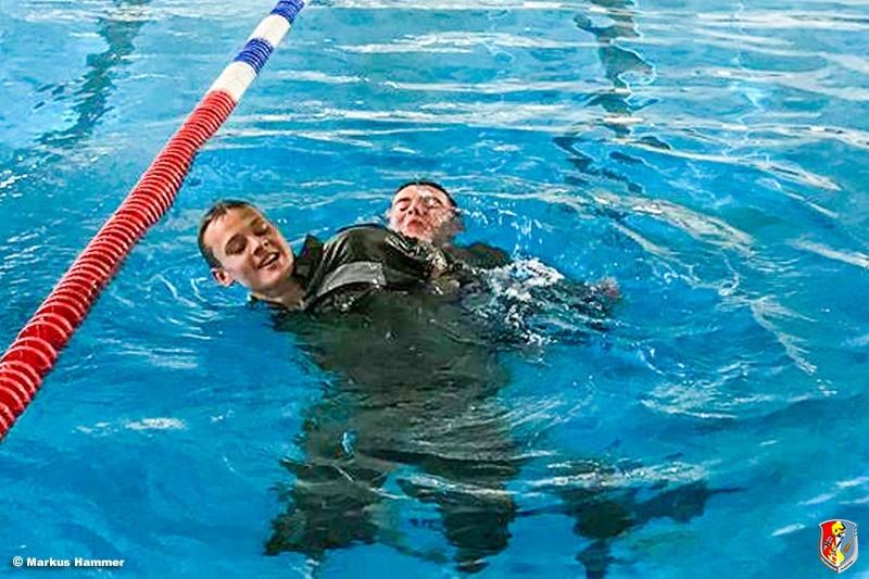 13.05.2019: Erfolgreiche Prüfung als Rettungsschwimmer