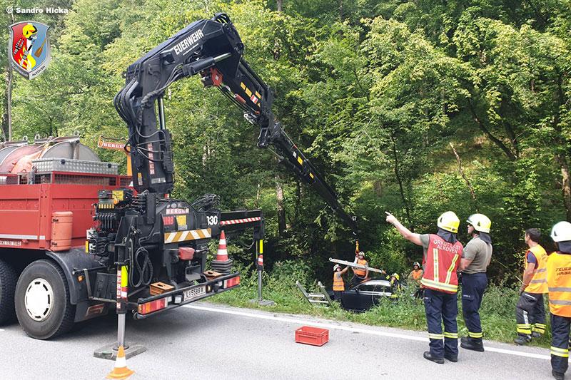 29.07.2020: Autobergung aus Bachbett in Haibach ob der Donau