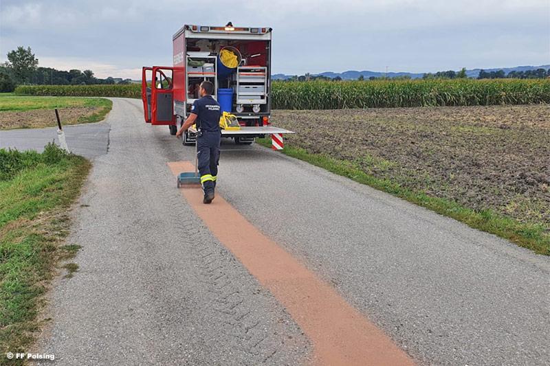 27.08.2020: Ölaustritt aus landwirtschaftlichen Fahrzeug in Staudach / Polsing