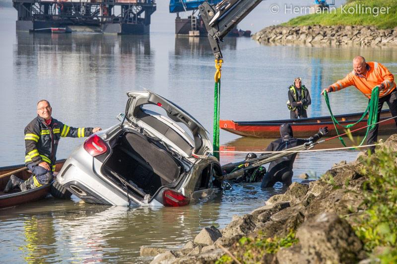 08.09.2020: Ab in die Donau → Pkw rollt in Ottensheim in den Fluss