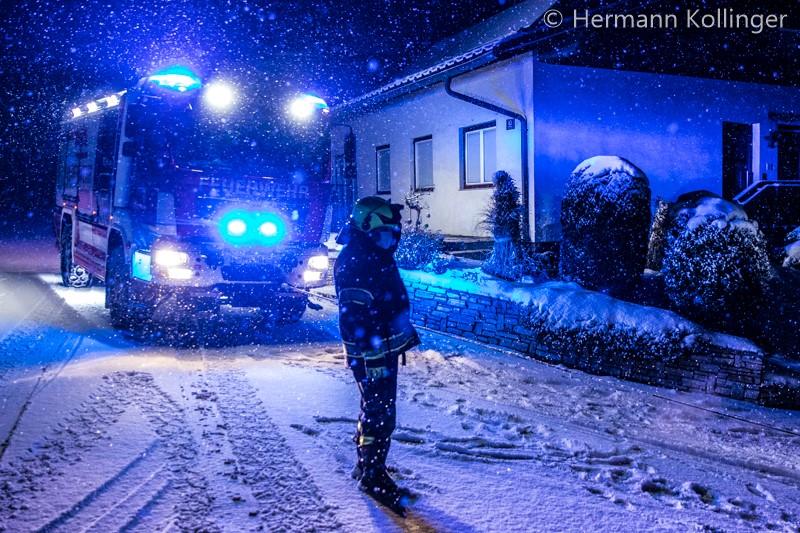18.01.2021: Autobergung nach Ausrutscher im Schnee in Winkeln