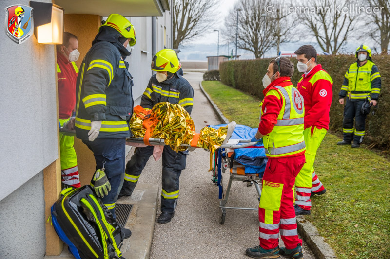 10.02.2021: Verletzte, hilflose Person hinter Wohnungstüre