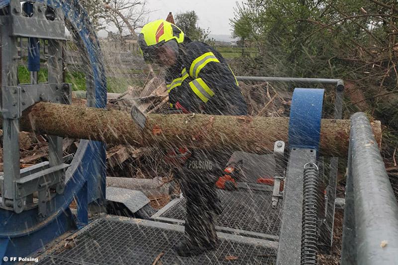 06.05.2021: Feuerwehr Polsing übt am Holzverspannungssimulator